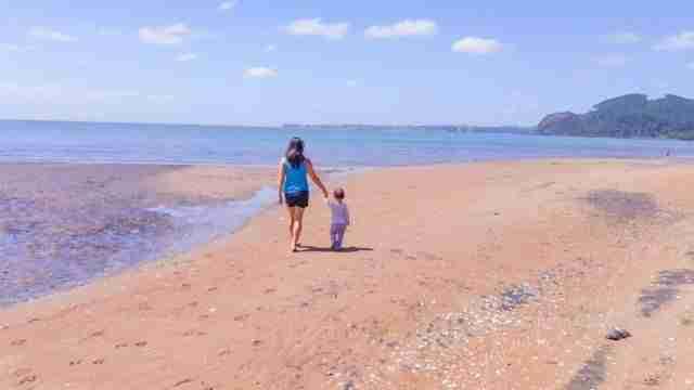 Cornwallis-Beach-Waitakere-Ranges-Family-with-Kids-Travel